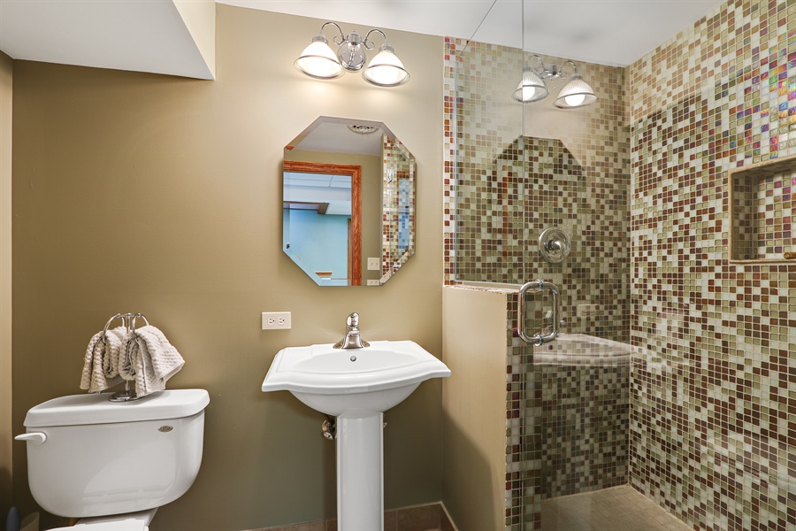 Real Estate Photography - 812 Foxmoor Ln, Lake Zurich, IL, 60047 - 3rd Bathroom