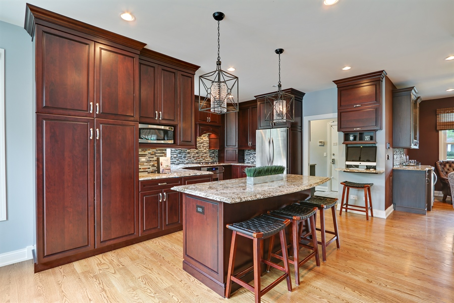 Real Estate Photography - 812 Foxmoor Ln, Lake Zurich, IL, 60047 - Kitchen