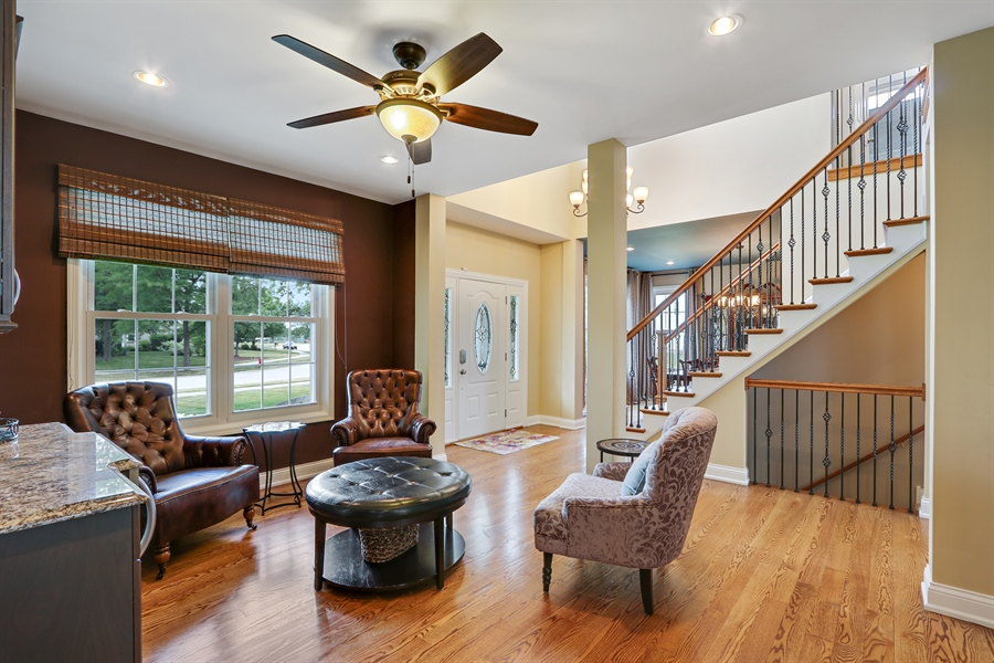 Real Estate Photography - 812 Foxmoor Ln, Lake Zurich, IL, 60047 - Sitting Room