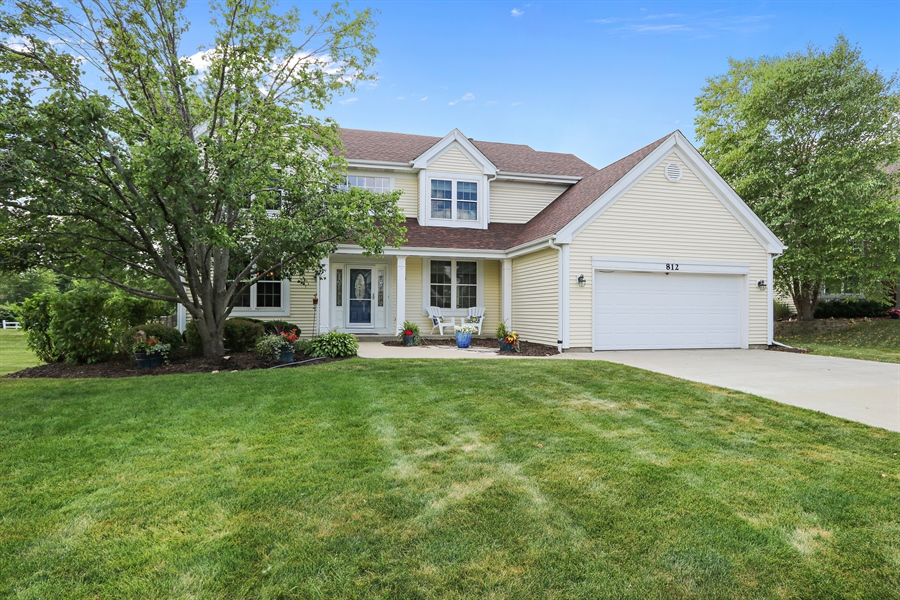 Real Estate Photography - 812 Foxmoor Ln, Lake Zurich, IL, 60047 - Front View