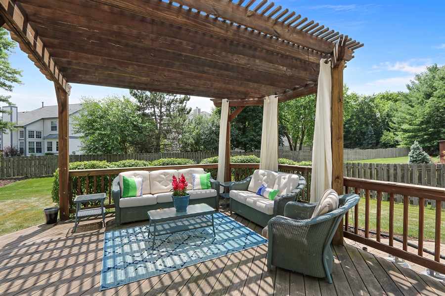 Real Estate Photography - 812 Foxmoor Ln, Lake Zurich, IL, 60047 - Deck