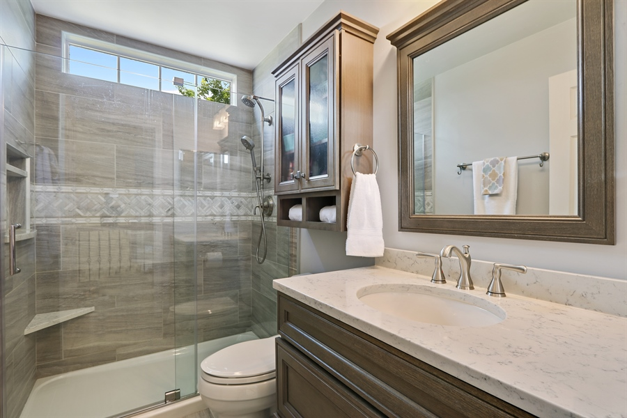 Real Estate Photography - 812 Foxmoor Ln, Lake Zurich, IL, 60047 - 2nd Bathroom