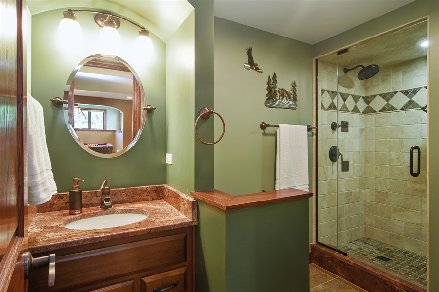 Real Estate Photography - 1 Overlook, Hawthorn Woods, IL, 60047 - 3rd Bathroom