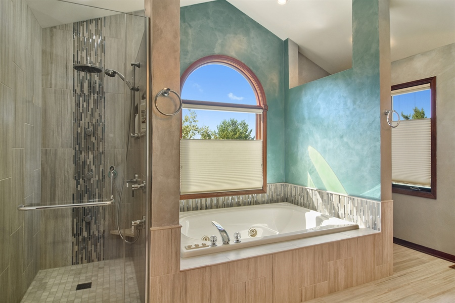 Real Estate Photography - 1 Overlook, Hawthorn Woods, IL, 60047 - Master Bathroom