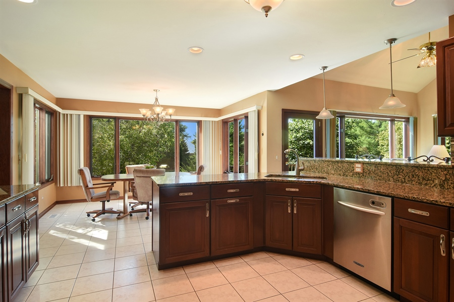 Real Estate Photography - 1 Overlook, Hawthorn Woods, IL, 60047 - Kitchen / Breakfast Room