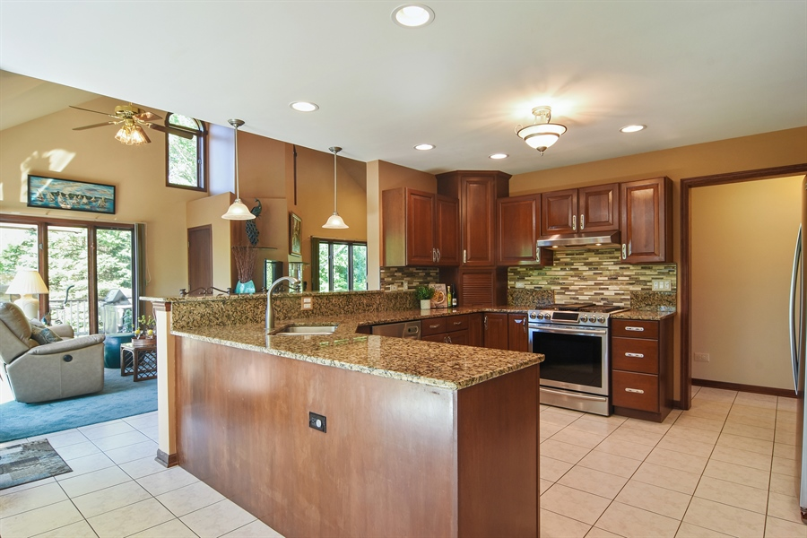 Real Estate Photography - 1 Overlook, Hawthorn Woods, IL, 60047 - Kitchen