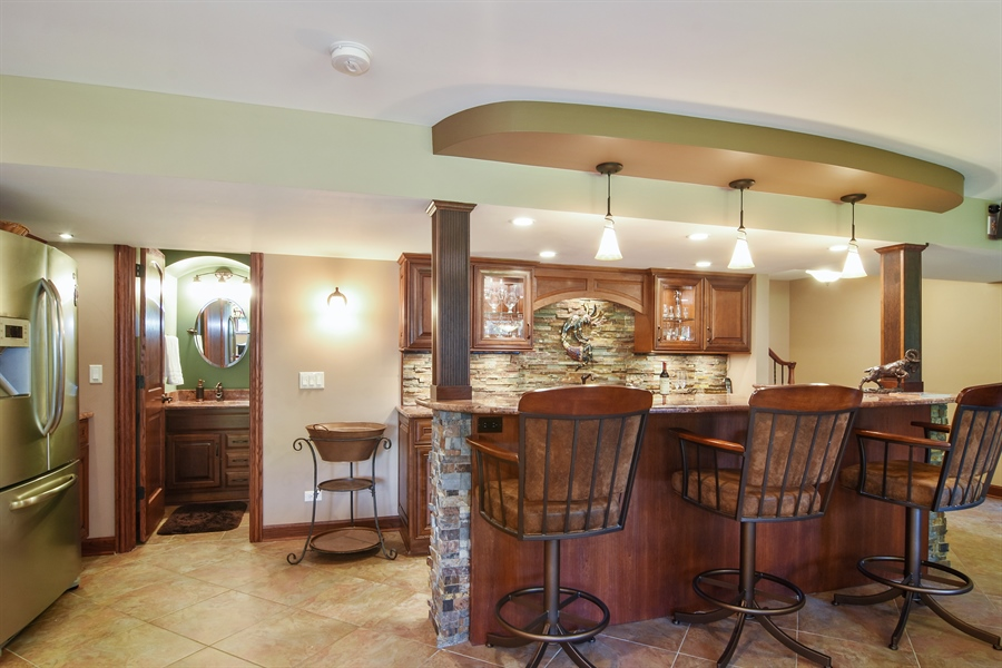 Real Estate Photography - 1 Overlook, Hawthorn Woods, IL, 60047 - Bar