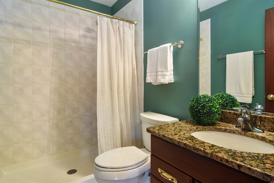 Real Estate Photography - 1 Overlook, Hawthorn Woods, IL, 60047 - Bathroom