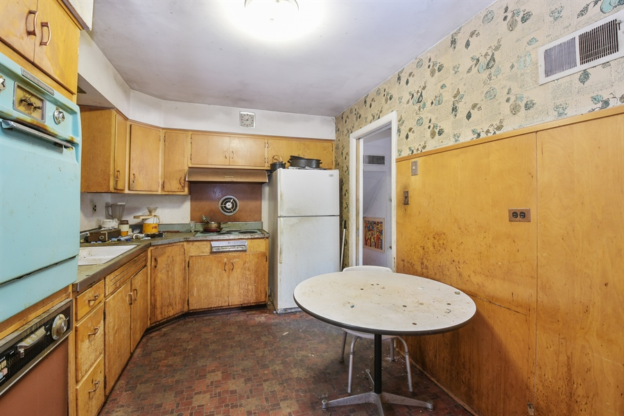 Real Estate Photography - 701 Pine Street, Deerfield, IL, 60015 - Kitchen
