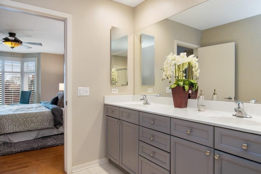Real Estate Photography - 101 N. Euclid, 14, Oak Park, IL, 60301 - Master Bathroom