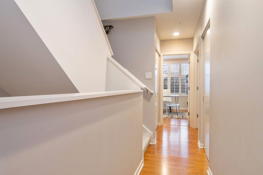 Real Estate Photography - 101 N. Euclid, 14, Oak Park, IL, 60301 - 2nd Floor Corridor