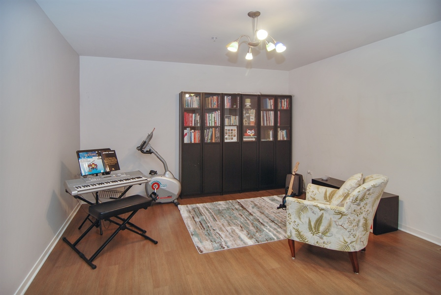 Real Estate Photography - 101 N. Euclid, 14, Oak Park, IL, 60301 - Family Room