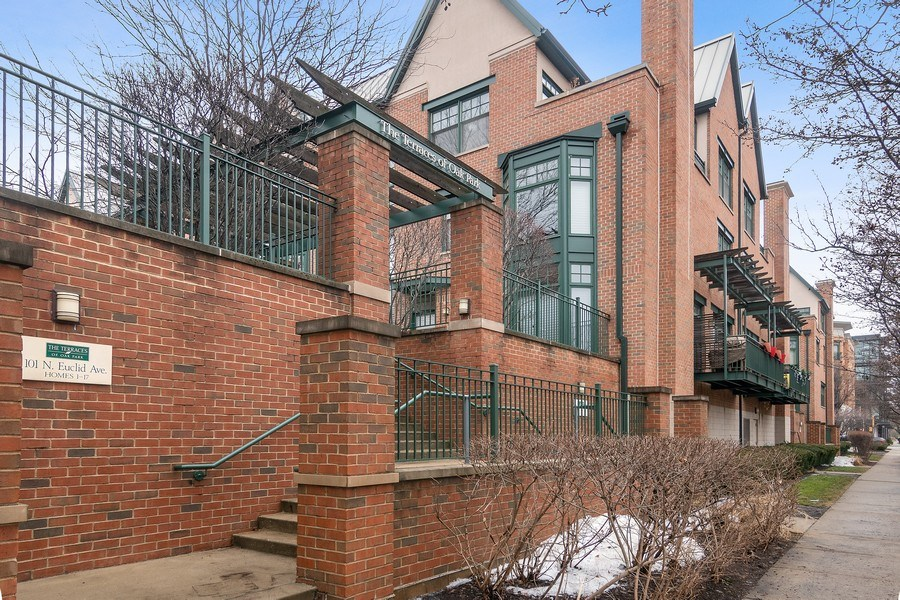 Real Estate Photography - 101 N. Euclid, 14, Oak Park, IL, 60301 - Front View