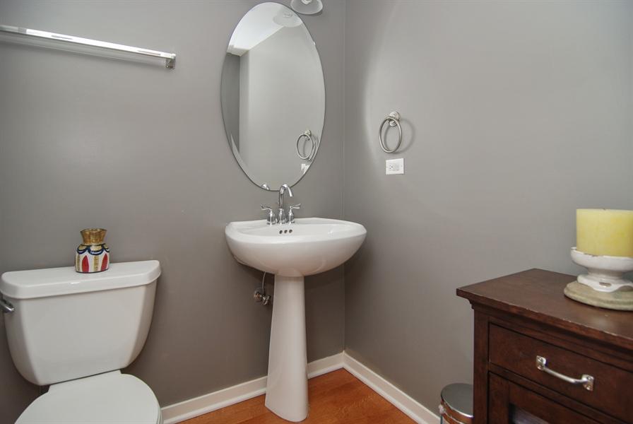 Real Estate Photography - 101 N. Euclid, 14, Oak Park, IL, 60301 - Powder Room