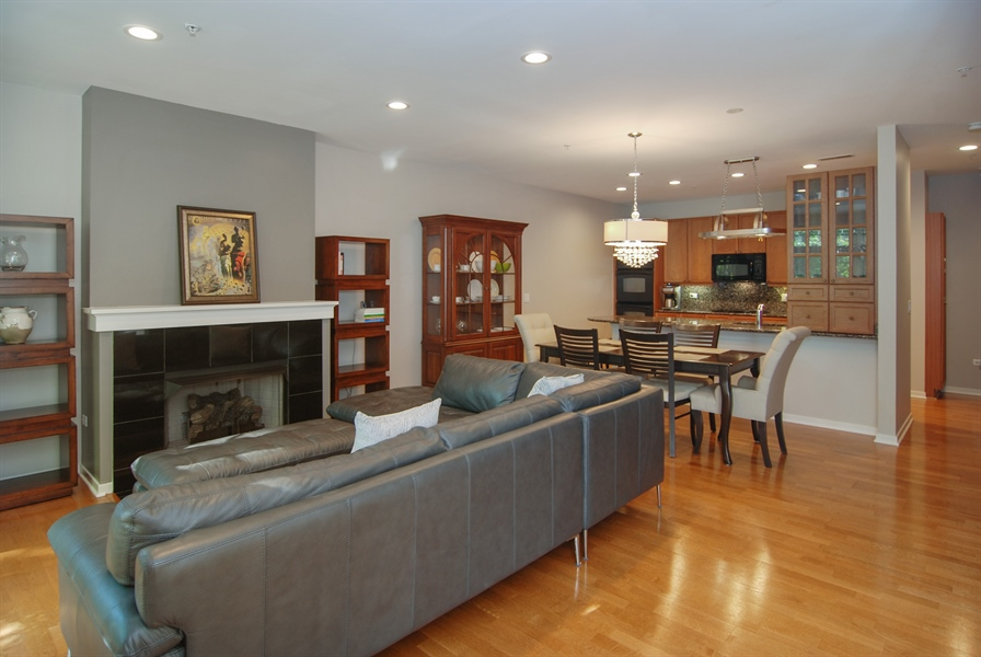 Real Estate Photography - 101 N. Euclid, 14, Oak Park, IL, 60301 - Living Room / Dining Room
