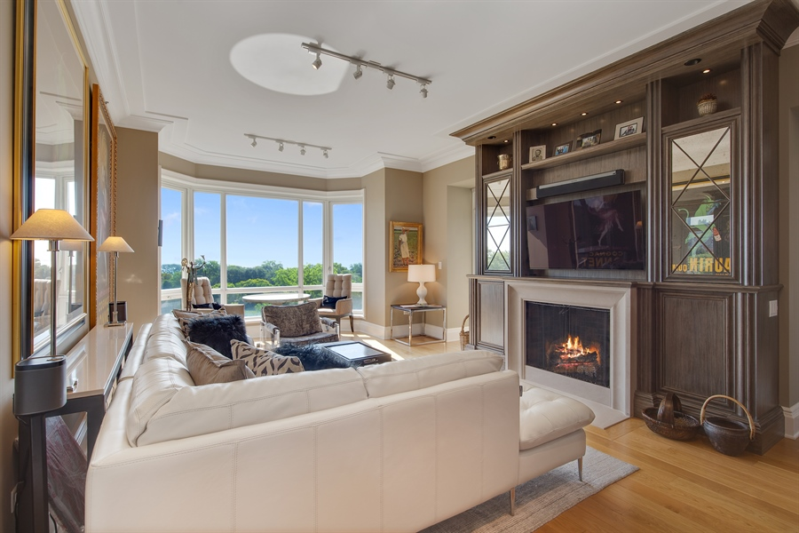 Real Estate Photography - 2550 N. Lakeview, S704, Chicago, IL, 60614 - Living Room