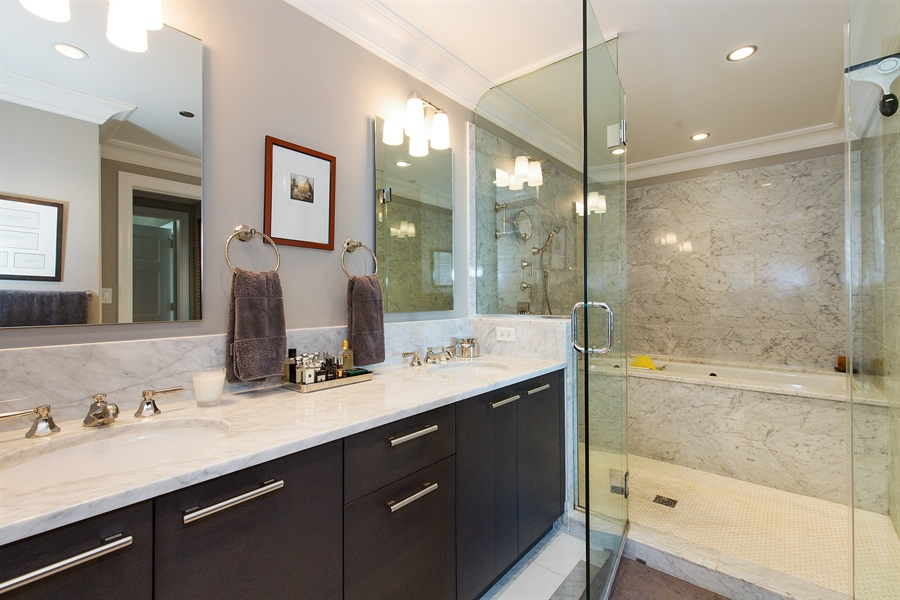 Real Estate Photography - 2550 N. Lakeview, S704, Chicago, IL, 60614 - Master Bathroom