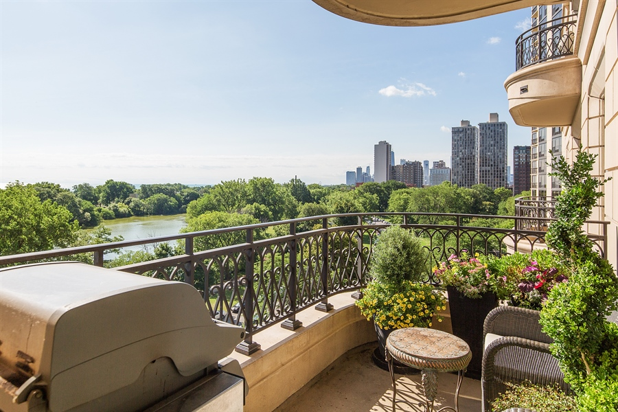Real Estate Photography - 2550 N. Lakeview, S704, Chicago, IL, 60614 - Balcony