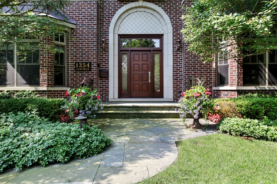 Real Estate Photography - 1354 Lincoln Ave S, Highland Park, IL, 60035 - Entryway