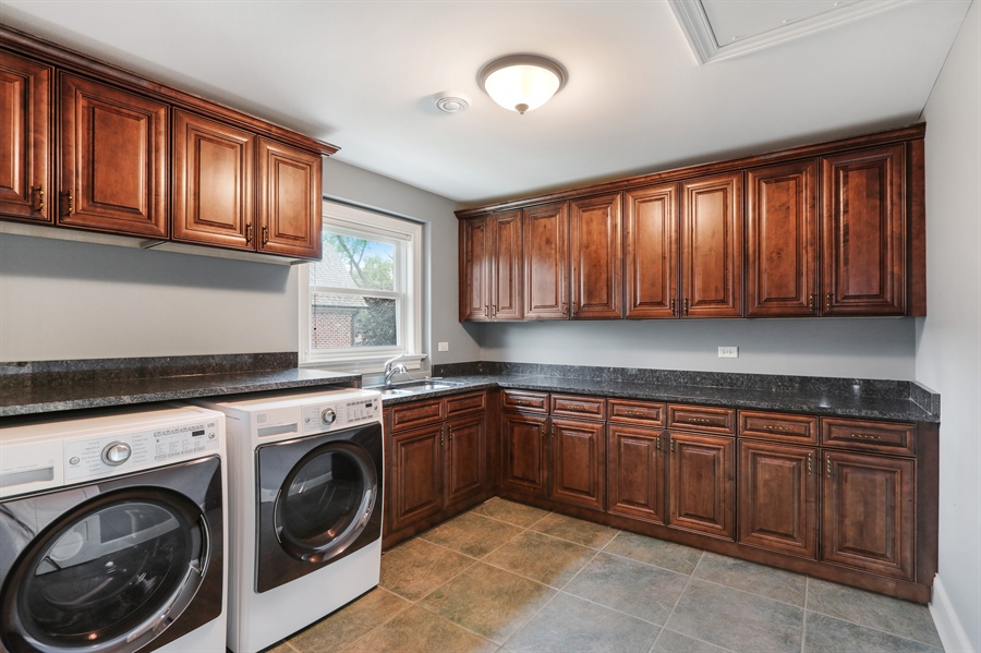 Real Estate Photography - 1232 N Chicago Avenue, Arlington Heights, IL, 60004 - Laundry Room