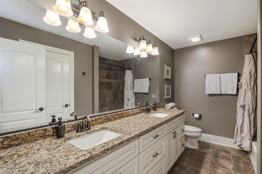 Real Estate Photography - 1232 N Chicago Avenue, Arlington Heights, IL, 60004 - 2nd Bathroom