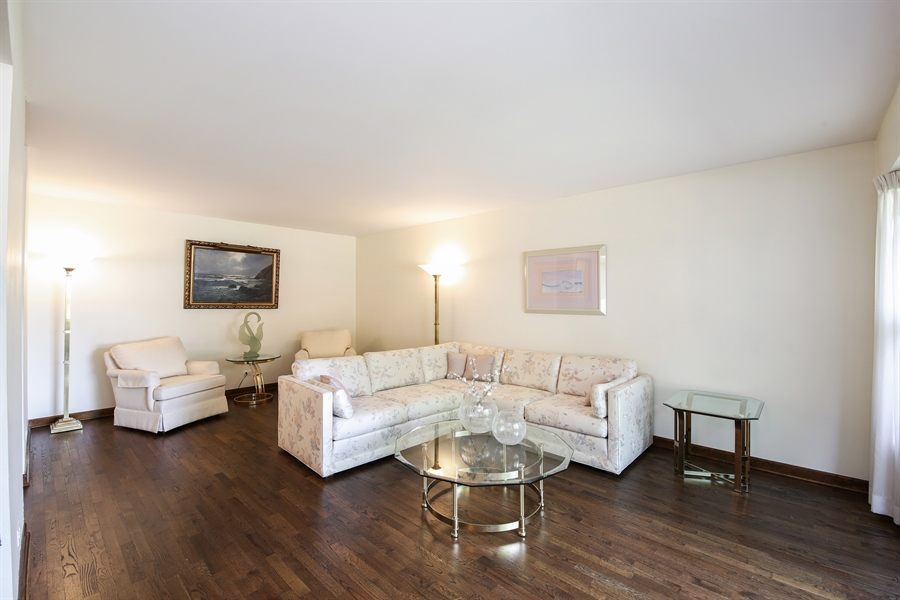Real Estate Photography - 2421 N Evergreen, Arlington Heights, IL, 60004 - Living Room