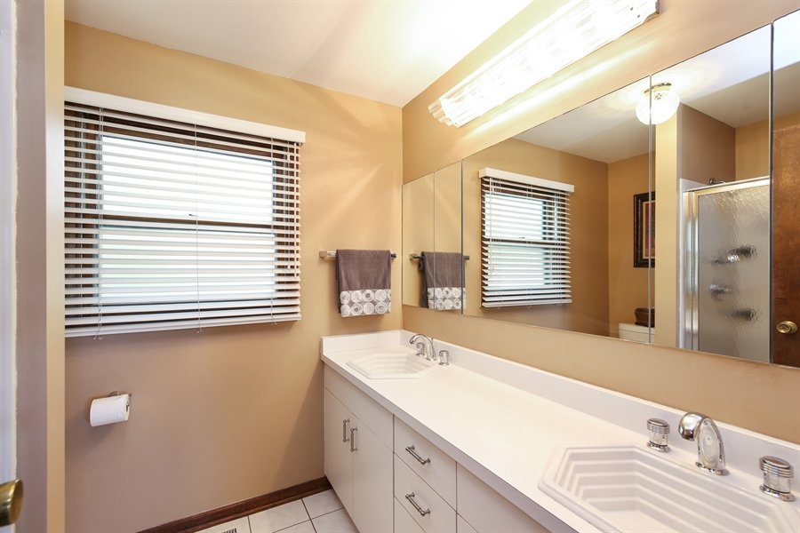 Real Estate Photography - 2421 N Evergreen, Arlington Heights, IL, 60004 - Master Bathroom