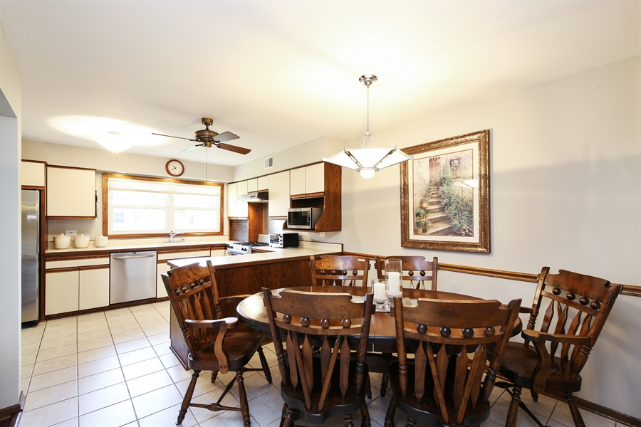 Real Estate Photography - 2421 N Evergreen, Arlington Heights, IL, 60004 - Kitchen / Breakfast Room