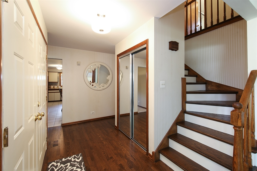 Real Estate Photography - 2421 N Evergreen, Arlington Heights, IL, 60004 - Foyer