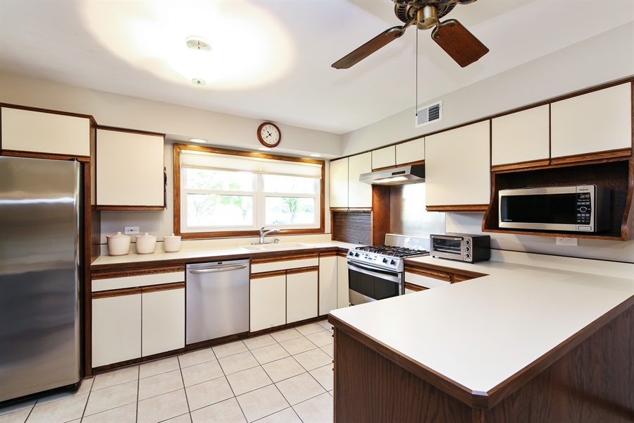 Real Estate Photography - 2421 N Evergreen, Arlington Heights, IL, 60004 - Kitchen