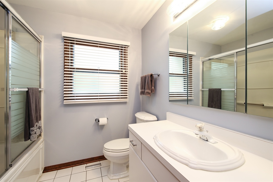 Real Estate Photography - 2421 N Evergreen, Arlington Heights, IL, 60004 - Bathroom
