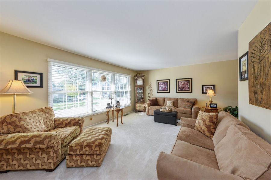 Real Estate Photography - 702 W Burning Tree, Arlington Heights, IL, 60004 - Living Room