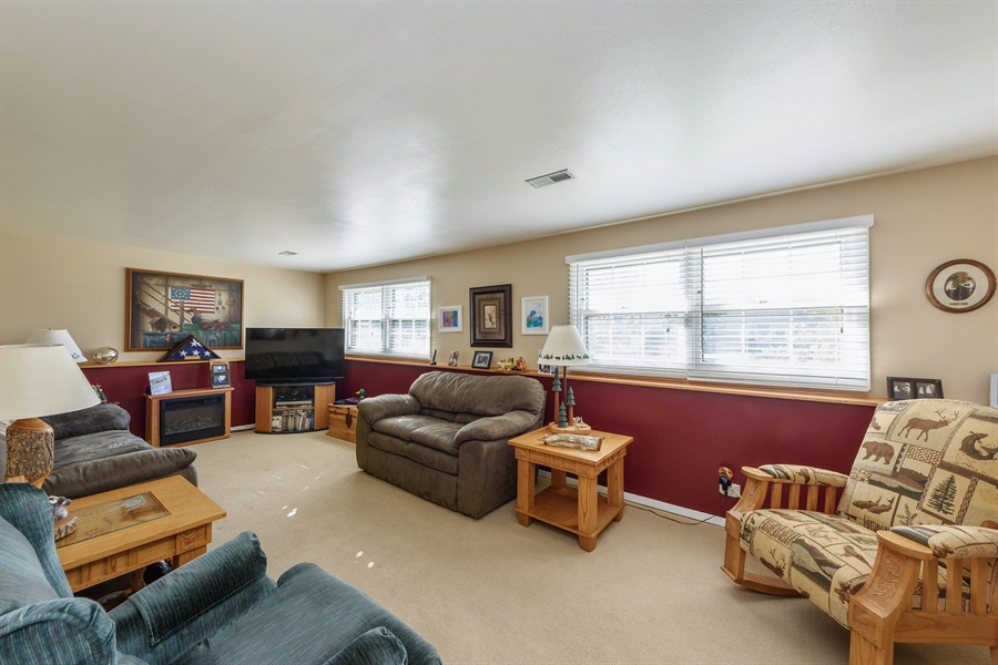 Real Estate Photography - 702 W Burning Tree, Arlington Heights, IL, 60004 - Family Room