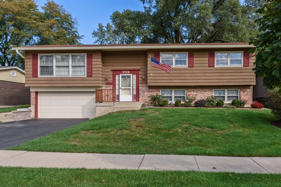 Real Estate Photography - 702 W Burning Tree, Arlington Heights, IL, 60004 - Front View