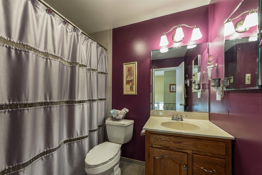 Real Estate Photography - 702 W Burning Tree, Arlington Heights, IL, 60004 - 2nd Bathroom