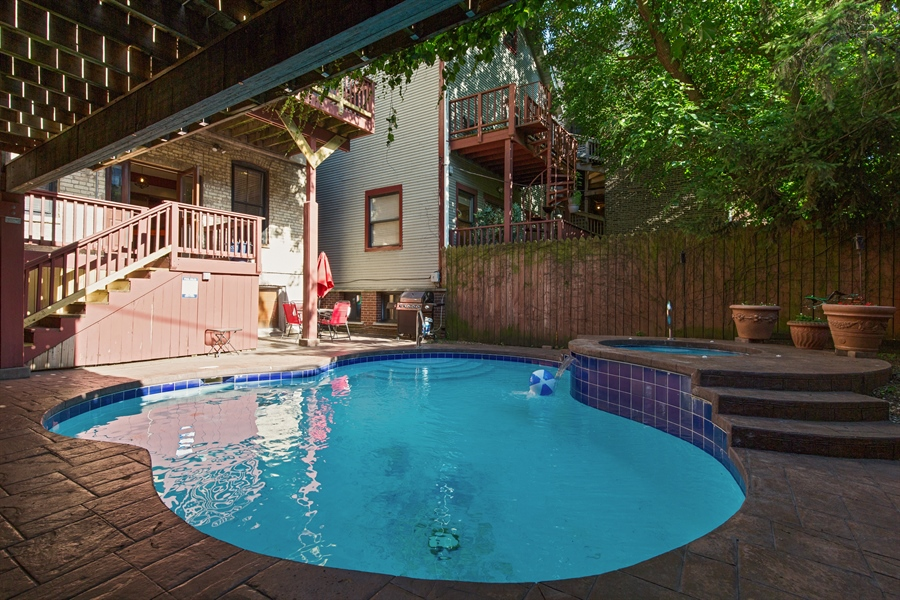 Real Estate Photography - 2854 N Orchard, Unit 1, Chicago, IL, 60657 - Pool