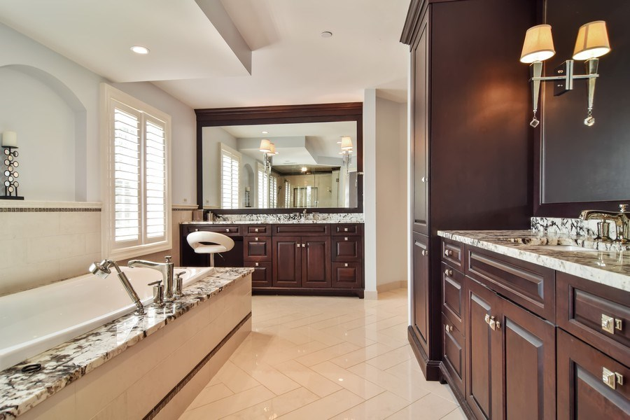 Real Estate Photography - 1626 Dublin Ct, Inverness, IL, 60010 - Master Bathroom