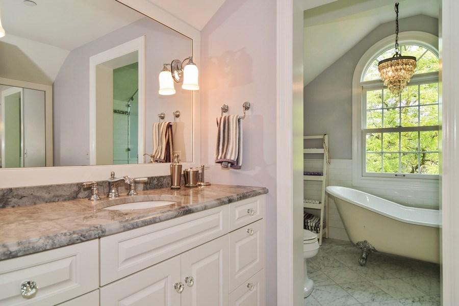 Real Estate Photography - 1626 Dublin Ct, Inverness, IL, 60010 - Bathroom