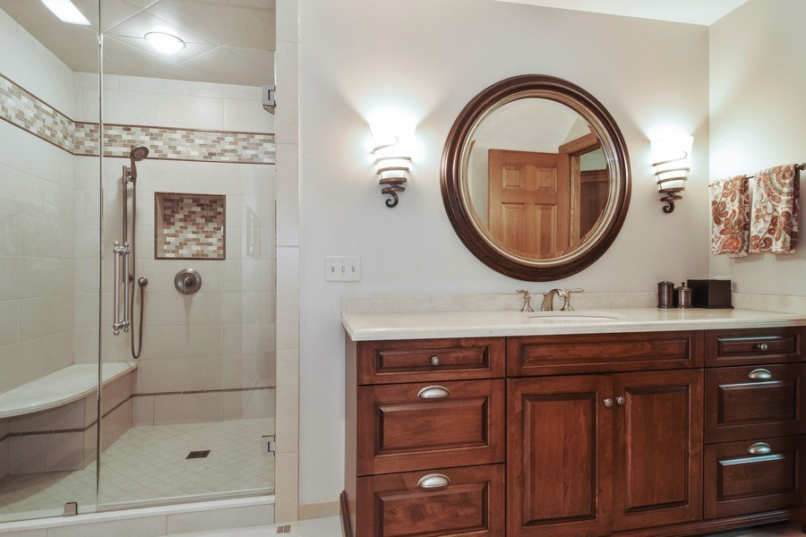 Real Estate Photography - 1626 Dublin Ct, Inverness, IL, 60010 - 2nd Bathroom