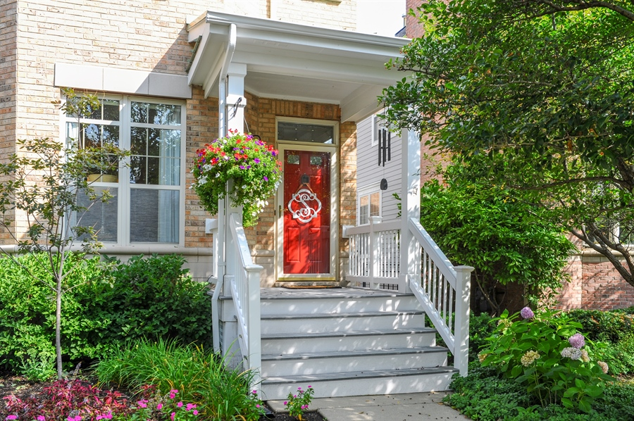 Real Estate Photography - 2528 Violet St, Glenview, IL, 60026 - Porch