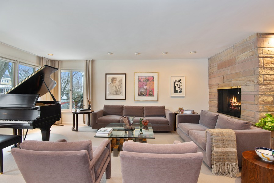 Real Estate Photography - 925 Sheridan Rd, Evanston, IL, 60202 - Living Room