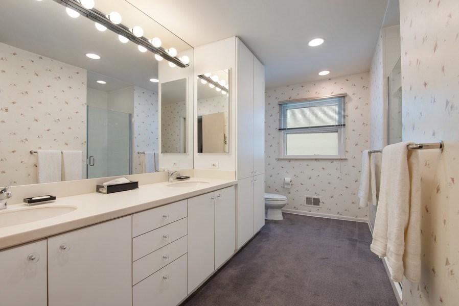 Real Estate Photography - 925 Sheridan Rd, Evanston, IL, 60202 - Master Bathroom