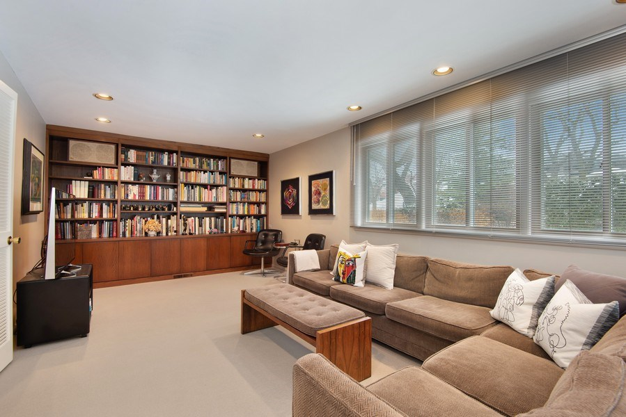 Real Estate Photography - 925 Sheridan Rd, Evanston, IL, 60202 - Family Room