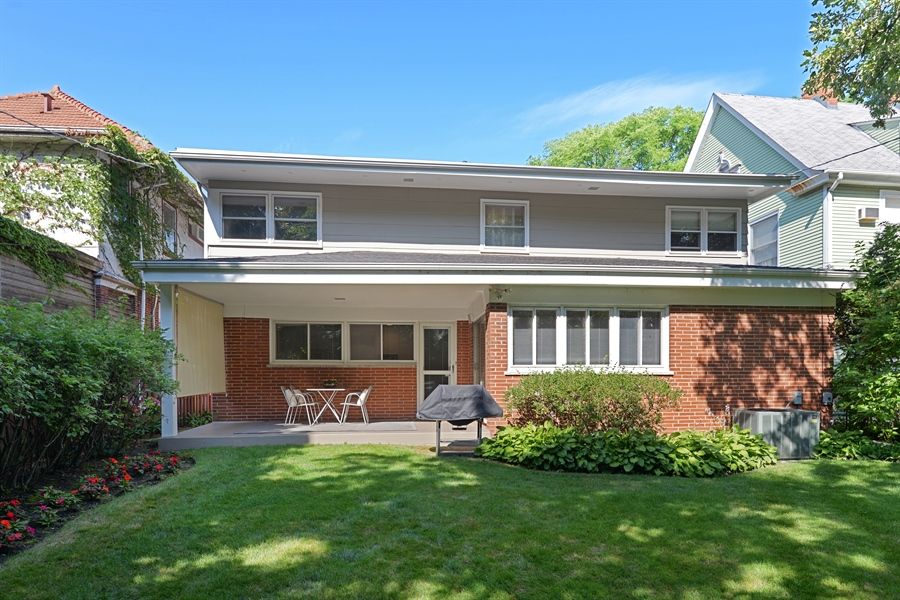 Real Estate Photography - 925 Sheridan Rd, Evanston, IL, 60202 - Rear View