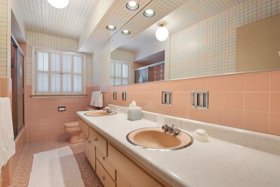 Real Estate Photography - 925 Sheridan Rd, Evanston, IL, 60202 - Hall Bathroom