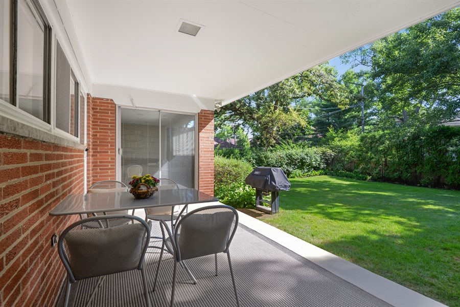Real Estate Photography - 925 Sheridan Rd, Evanston, IL, 60202 - Patio