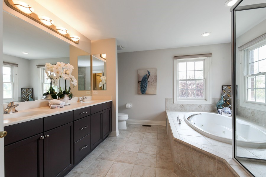 Real Estate Photography - 1471 Kittyhawk Ln, Glenview, IL, 60026 - Master Bathroom