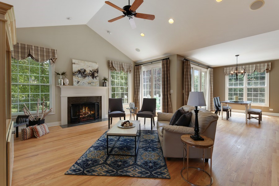 Real Estate Photography - 1471 Kittyhawk Ln, Glenview, IL, 60026 - Family Room