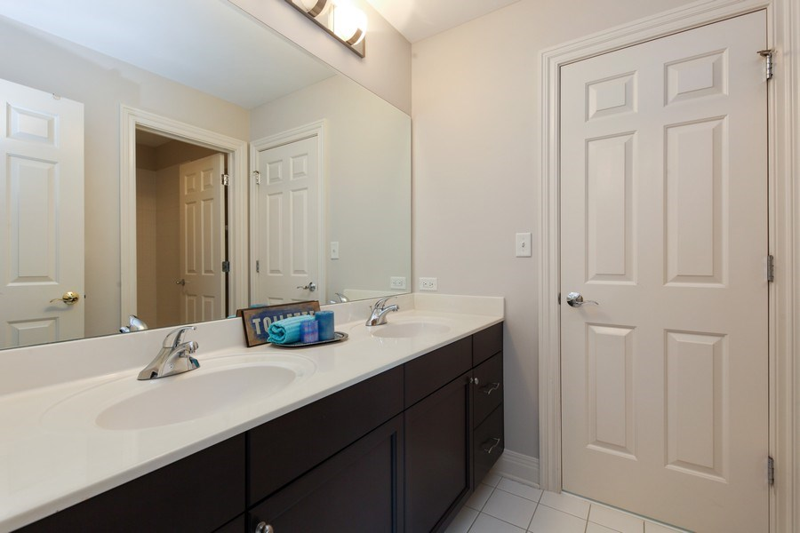 Real Estate Photography - 1471 Kittyhawk Ln, Glenview, IL, 60026 - 2nd Bathroom