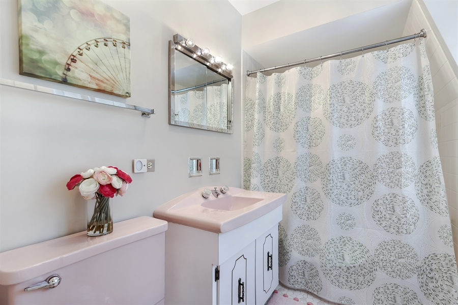 Real Estate Photography - 20730 W Exeter Rd, Kildeer, IL, 60047 - 3rd Bathroom